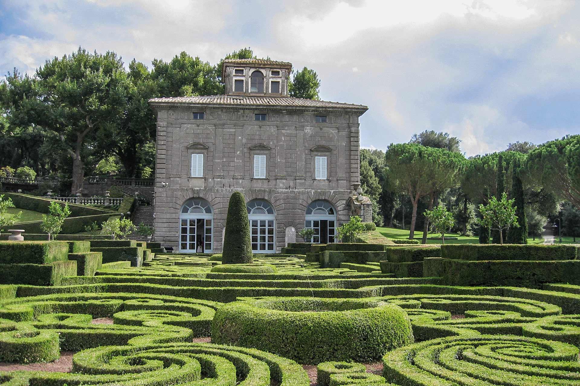 23b93d539d Visita i giardini storici della Tuscia e rilassati al Castello ...